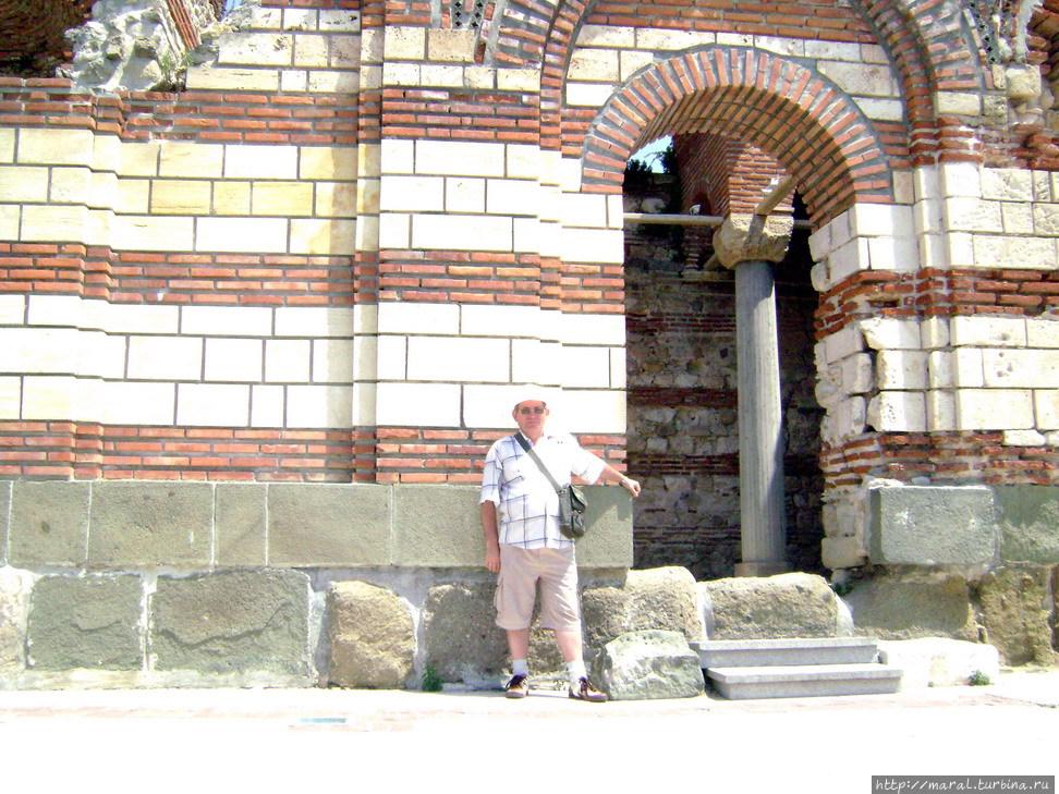 Несебр прославлен своими храмами, благодаря которым попал в мировой список историко-культурного наследия ЮНЕСКО. Церковь св. Иоанна Алитургетоса, XIV век