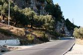 Надо признать дороги в Албании довольно неплохие. Узкие, но полотно ровное и ямы встречаются очень редко.