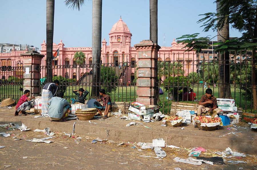 Розовый дворец. Это правильное фото. Более правдивое :)
