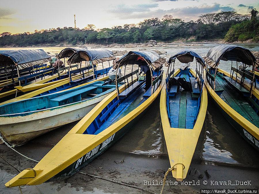 Те самые лодки, отправляющие путешественников в Гватемаллу