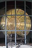 Лампа маяка выставлена в сарае на всеобщее обозрение.