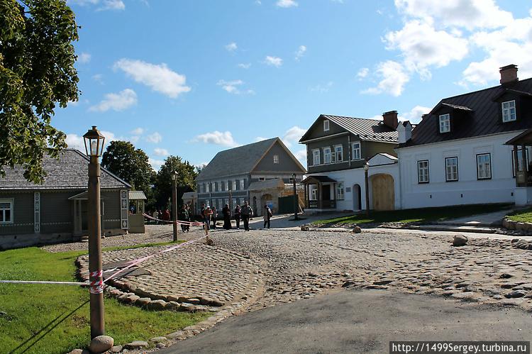 Улица старого Изборска.