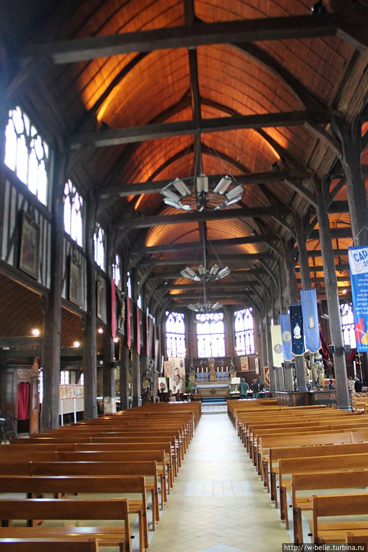 Северный неф церкви Св. Е