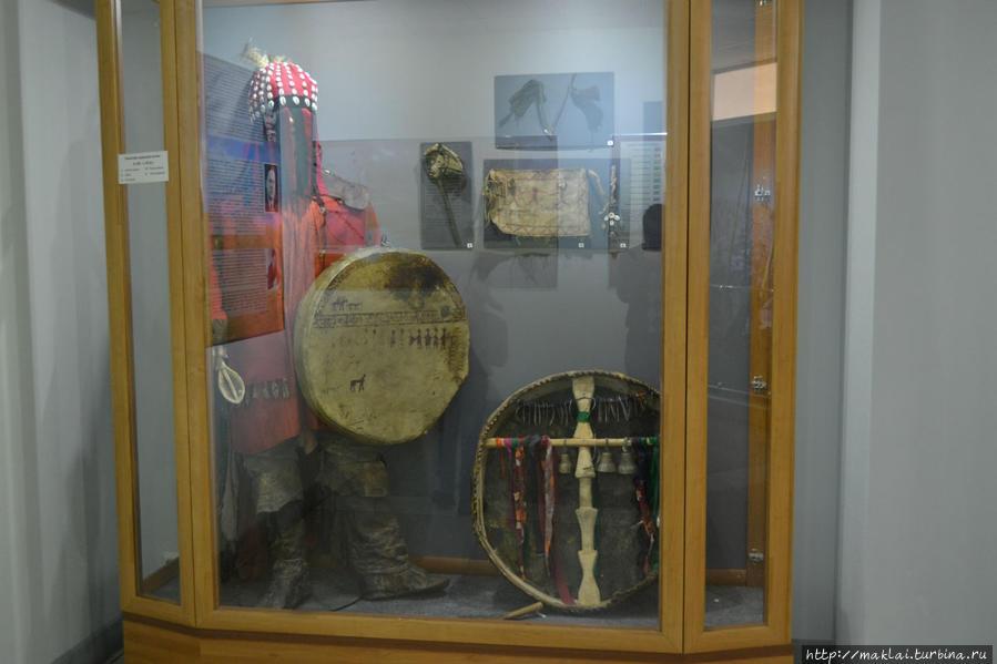 Одежда и атрибуты шамана.
