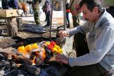 И, наконец, Роман — главный координатор зубриной программы WWF России на Кавказе, организатор нашего зубриного тура на месте и по совместительству большой мастер приготовления шашлыка