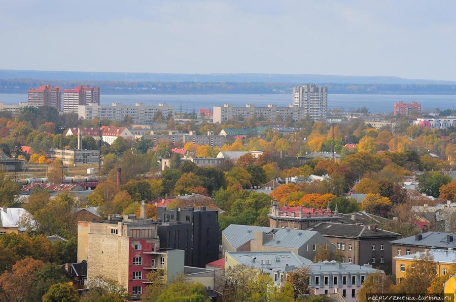 Правее Мустамяэ — уже знакомый нам Пыхъя-Таллинн. В этом районе находится второй по популярности пляж горда — Штромка — на заливе Копли. А на другом берегу залива большой музей на открытом воздухе.
