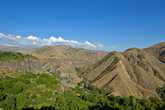 Храм стоит на высоком мысе, огибаемом рекой Азат. Отвесные склоны служат неприступным рубежом, во все времена защищающие храм от неприятеля.