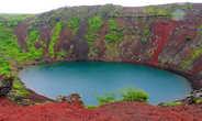 Вокруг кратера проложена тропа и его несложно обойти