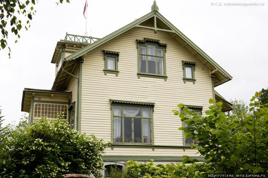 12.  Вид дома с правой стороны.
