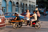 На улицах Тираны нередко можно встретить подобный транспорт.