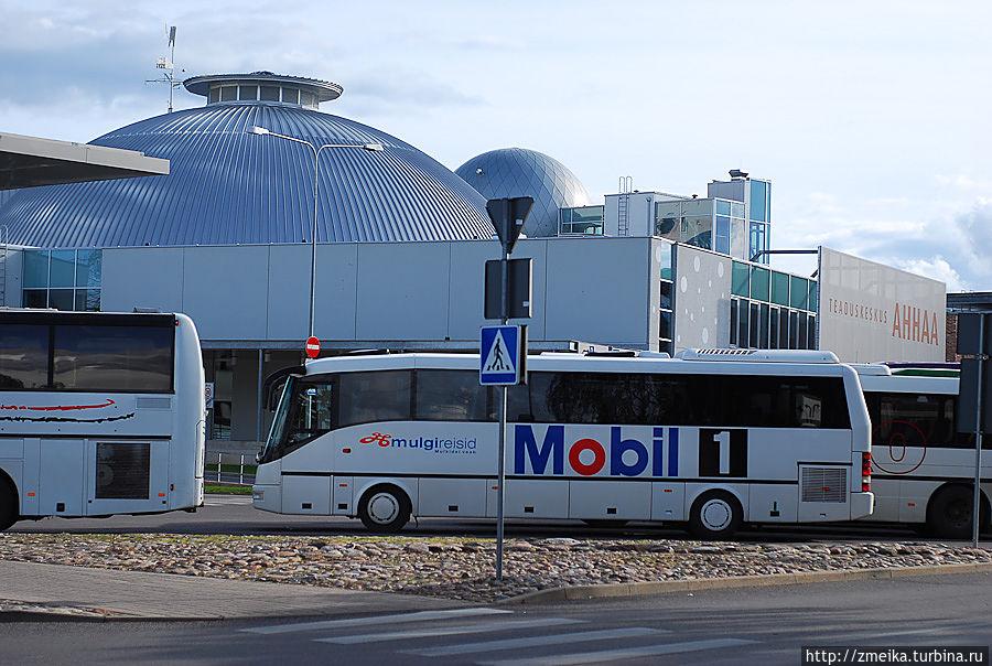 Вид на AHHAA со стороны автовокзала