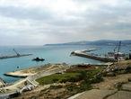 С самой высокой точки города обалденный вид: направо — Гибралтарский пролив, налево — Атлантика, прямо — Испания.