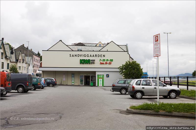 Супермаркет KIWI в Олесунне.