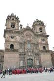 Одна из церквей в Куско, построенной как и храмы инков на века.