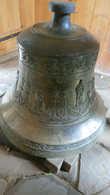 Этот колокол был спрятан (зарыт) от гитлеровцев во время оккупации Польши и отрыт только лет 10 назад