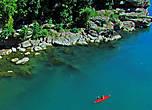 с мота местные иногда для развлечения туристов прыгают в реку, тогда под мостом их может страховать байдарка...