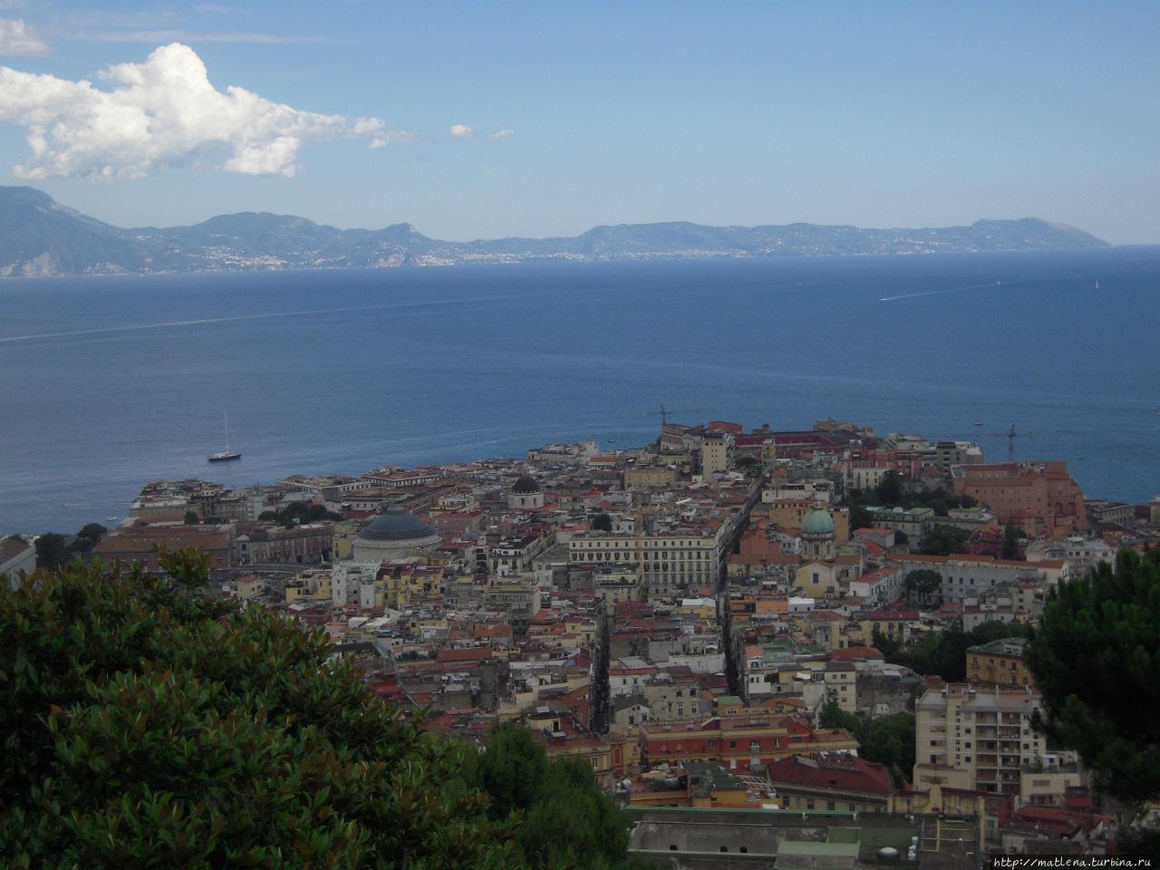 Панорама Неаполя со смотровой площадки музея