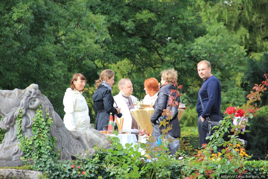 Фуршет в парке Мирабель