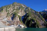 На плотине ГЭС Куробе