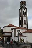 Церковь Иглесия де ла Консепсьон (Iglesia de la Concepcion) с высокой колокольней — главный храм Санта Круса. Храм располагается на площади, с которой начал формироваться город. Иглесия де ла Консепсьон — единственная на Канарах церковь, имеющая пять нефов.