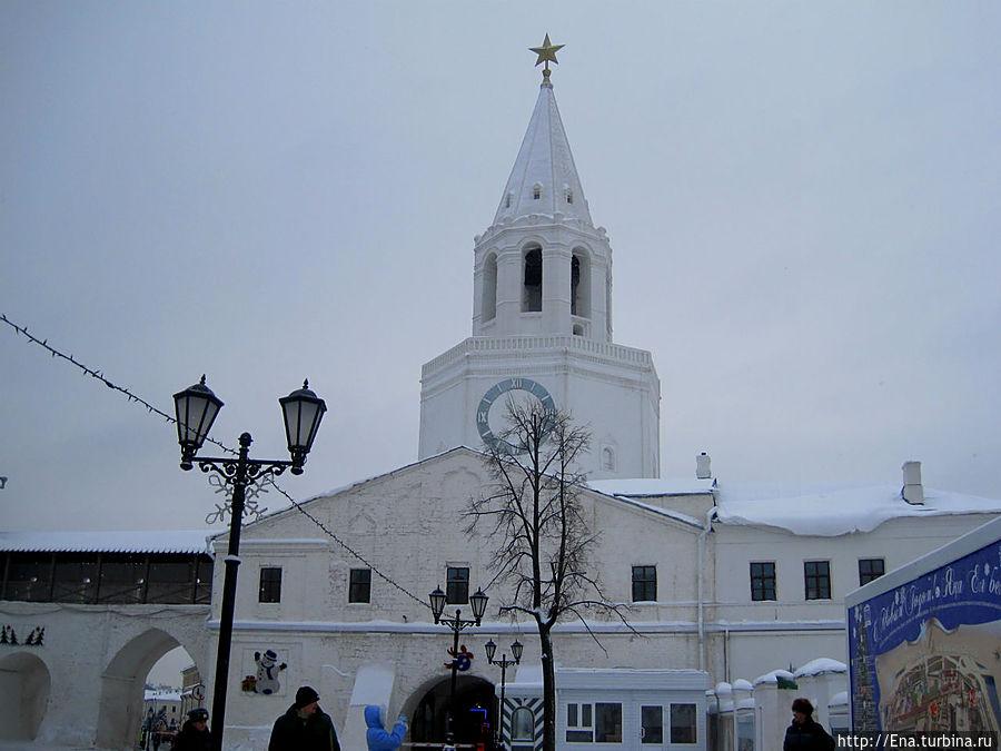 Спасская башня с надвратным храмом Спаса Нерукотворного