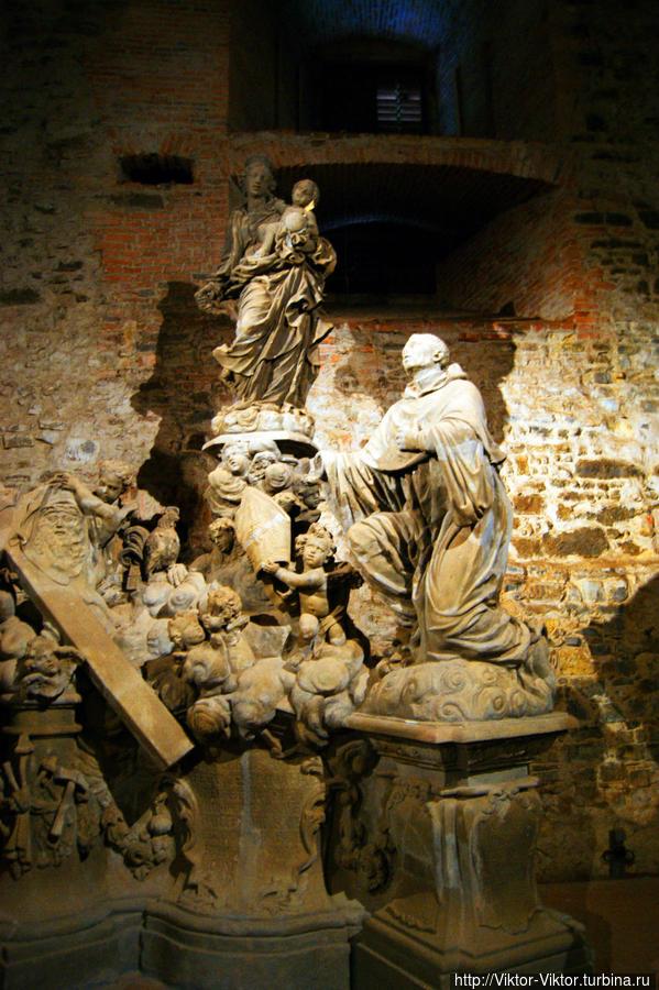 Скульптуры Карлова моста Прага, Чехия