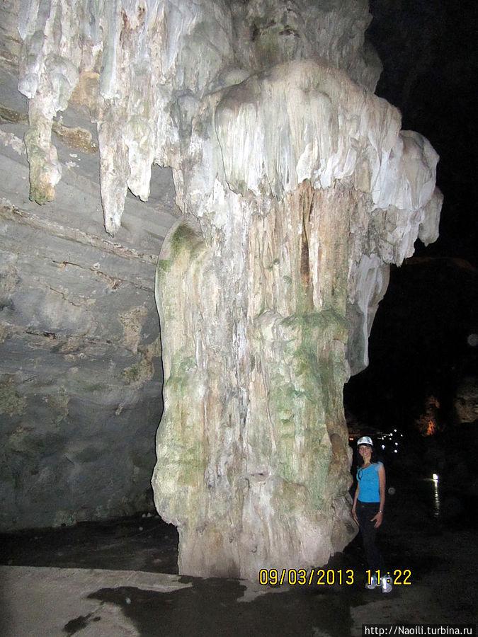 Огромный каменный гриб