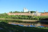 Один из самых популярных и узнаваемых видов города — на Успенский собор с противоположного берега Днепра.