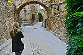 Некоторые перекрытия между зданиями сделаны красивыми каменными арками