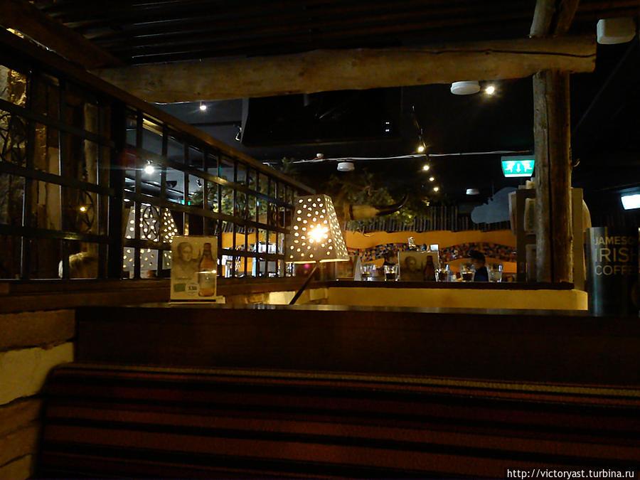 Полумрак в зале ресторана