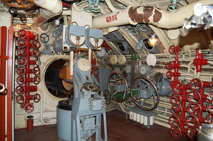 как смыть в подводной лодке