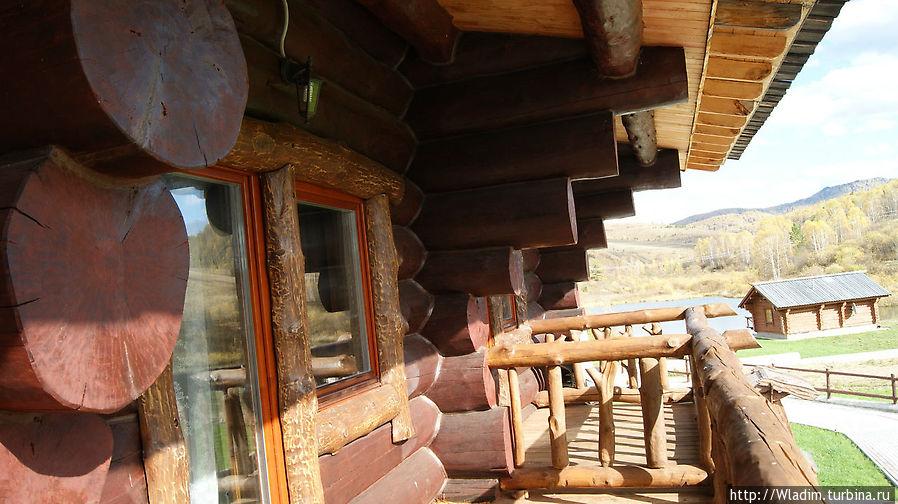 Балконы второго этажа
