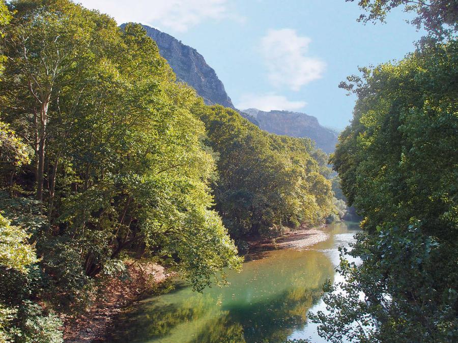 Долина реки Пиньос с её притоками и формирует, собственно, Фессалию, как область