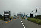 впереди уже въезд на мост Конфедерации -самый длинный океанический мост в мире (12,9 км), за ним Остров Принца Эдуарда — и остров, и отдельная провинция...