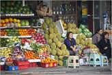 Обилие фруктов в Ханое — очень порадовало наш взор. Но мы не только смотрели — каждый день объедались манго. Так уж получилось, что этот фрукт стал для нас главным в этом путешествии...