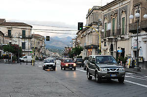 вид на Via Callipoli в сторону Таормины