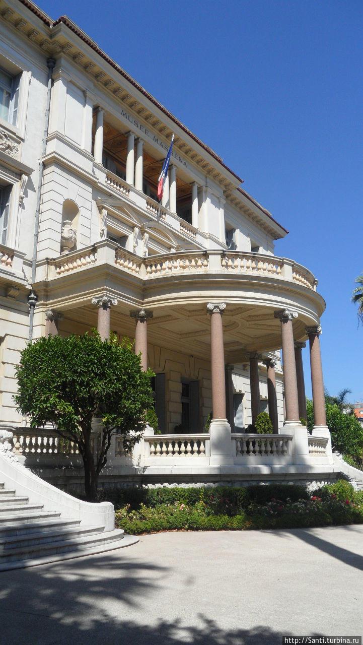 Здание музея со стороны А