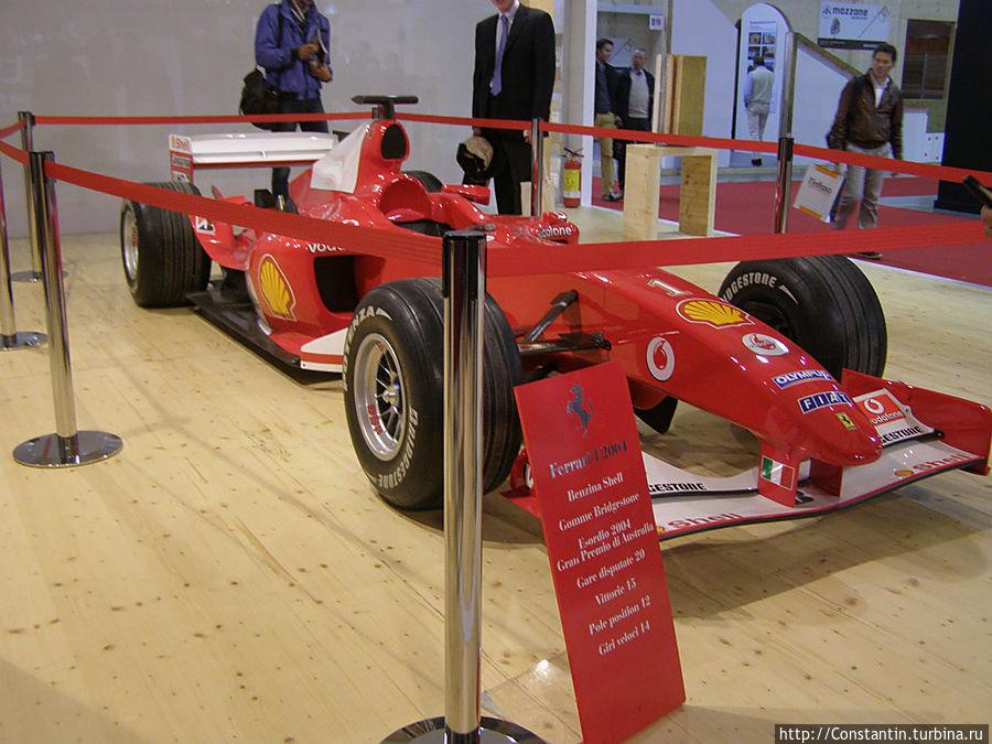 Можно рядом с собой поставить болид Ferrari 2004, хоть к продукту он никакого отношения не имеет. Ни один мужчина мимо не остановившись не пройдет.