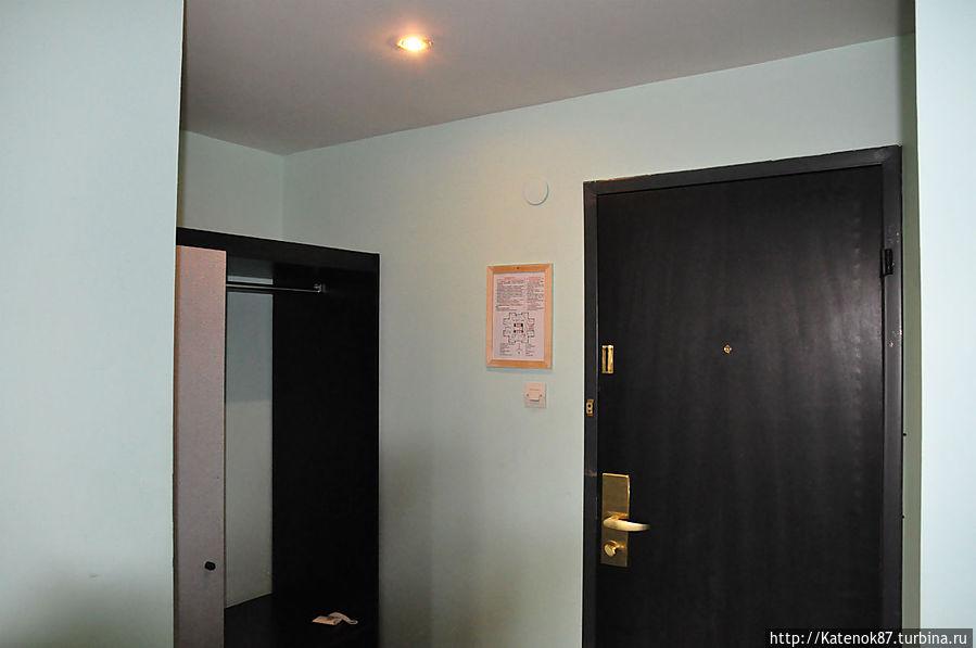 Входная дверь в номер.