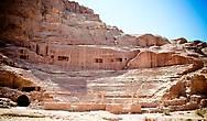 Римский амфитеатр вместимостью 7000 зрителей, был построен в Петре ещё в начале I века нашей эры.