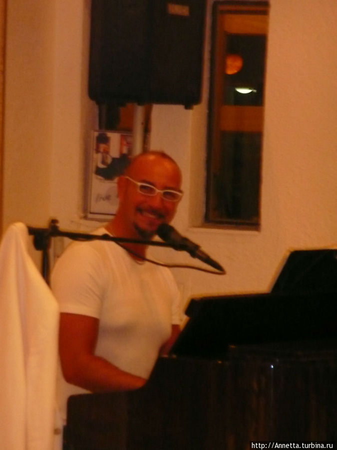 Джоржик, итальянец, развлекающий нас по вечерам
