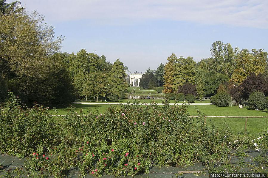 Вид на парк из ворот замка Сфорца.
