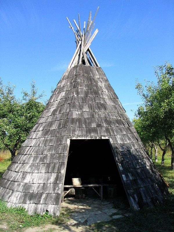 Индейское национальное жилище — фиг вам называется :)