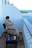 Супруга кутается в одеяло, я уже успел пожаловаться в статусах, что здесь оказалось неожиданно холодно