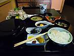 Две недели в Японии — сплошной праздник живота и забота о том, как бы успеть съесть побольше и разного. Вот этот пункт меню — на самом деле помесь из двух пунктов, специально для таких жадных посетителей как я.