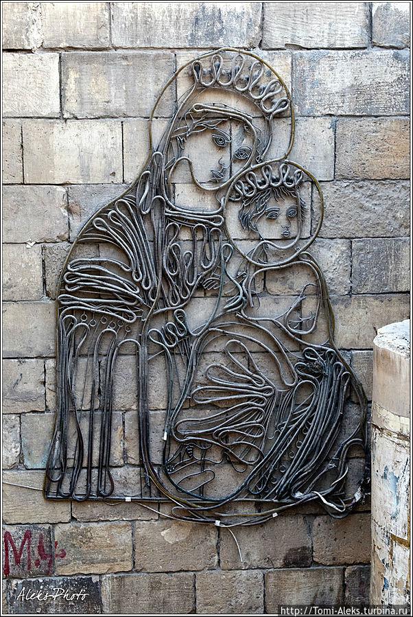 На стенах в этом районе можно видеть вот такие стилизованные картины... * Египет