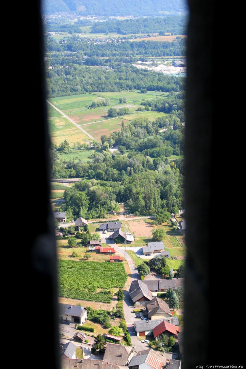 Вид из окна камер