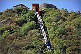 Наверх до крепости можно подняться на фуникулере, и спуститься тоже на нем.