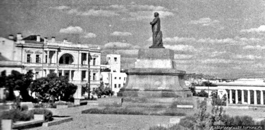 Послевоенный памятник Ленину (фото из Интернета)
