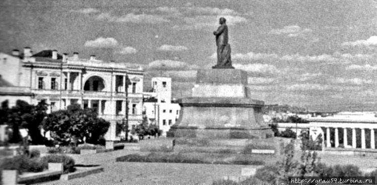 Послевоенный памятник Лен